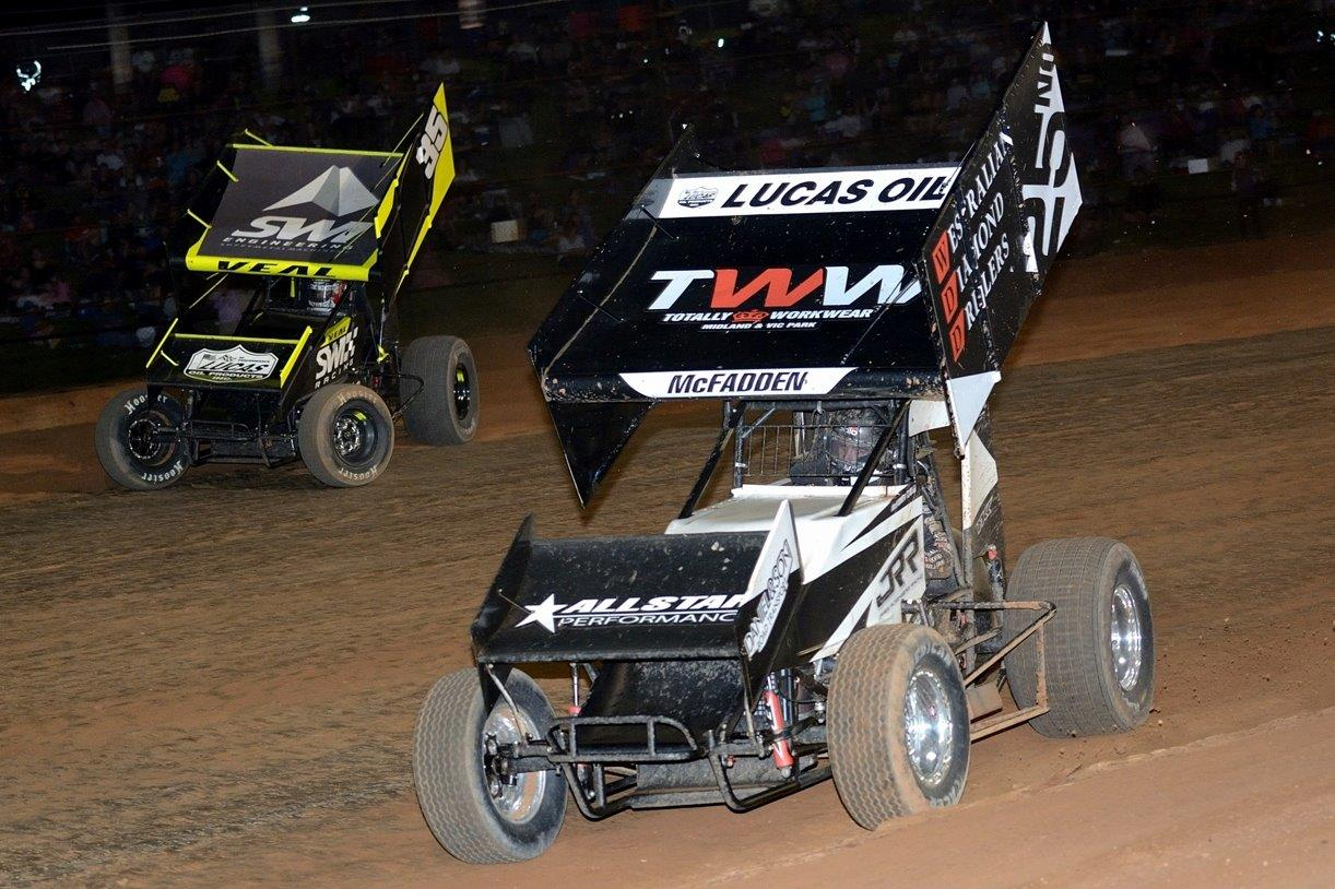 Jamie Veal (35) and James McFadden (25) swapped the lead several times during the A Main