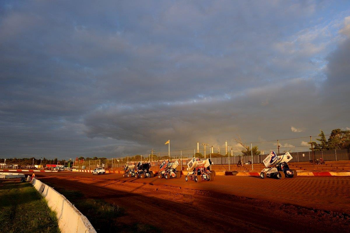 Kraig Kinser (4) tags the back of the Non-qualifiers race in Sydney's twilight.