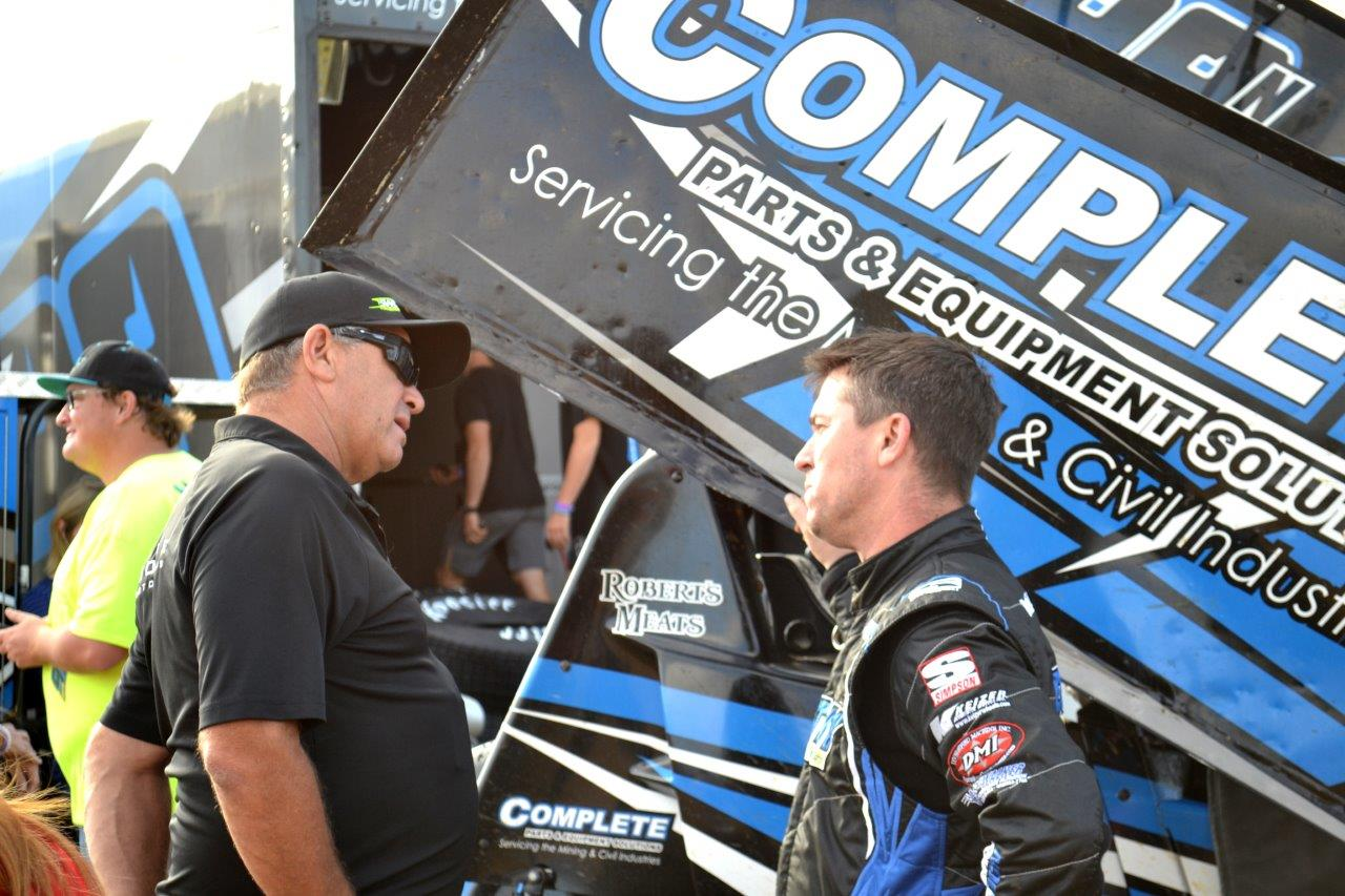 Luche Monte (Owner of the Milwaukee #17) chats to USA's Paul McMahan
