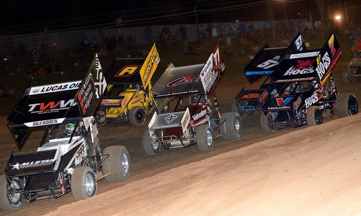 The early laps of the A Main sees James McFadden (25) in front of Ben Atkinson (2), Mitchell Dumesny (77), Matt Dumesny (57) and Roddy Bellbowen (7)