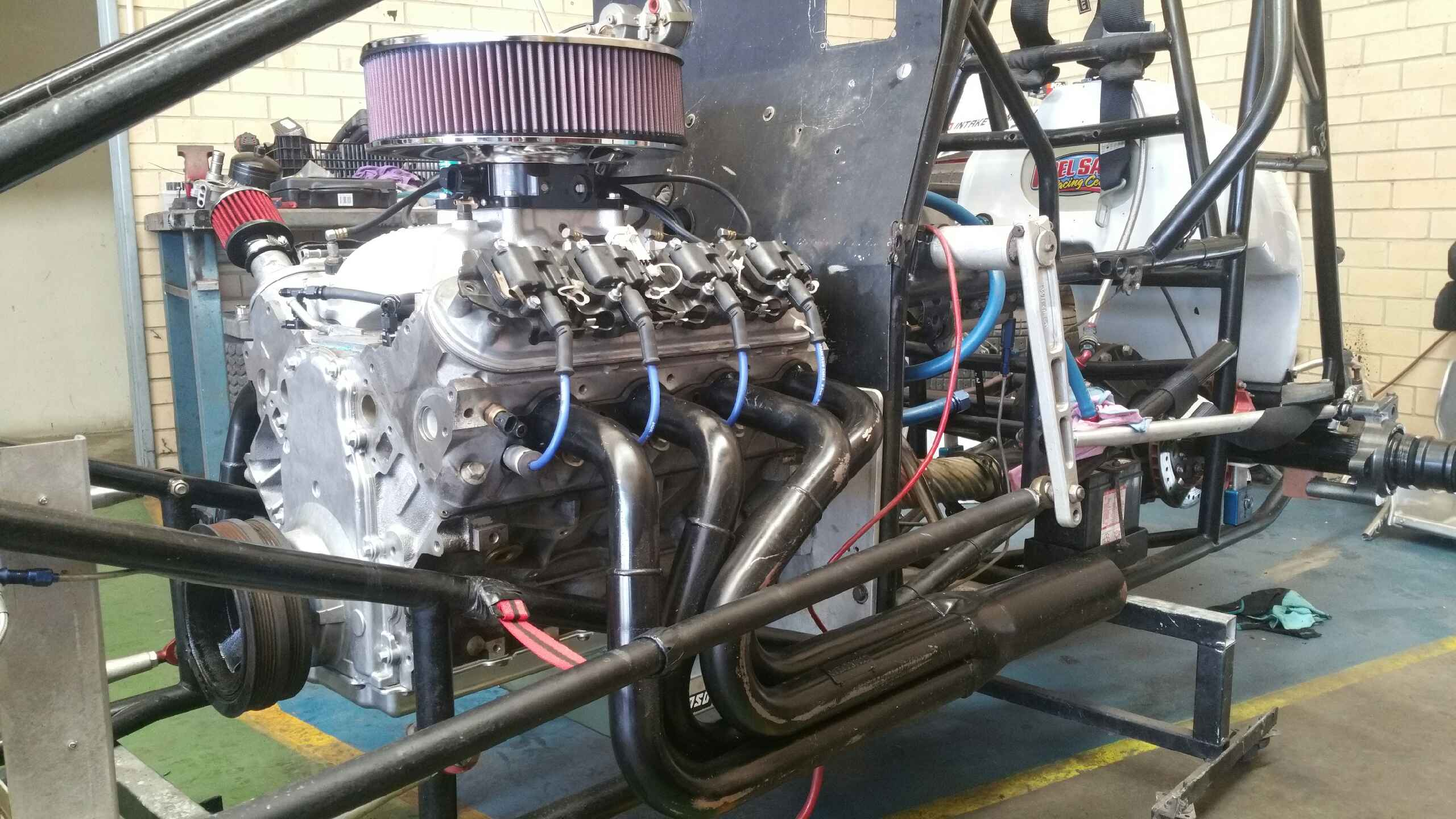 The Holden LS1 is a neat fit in Glen Vincent's Maxim chassis